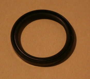 Lip seal for steering box rocker shaft (alternative)